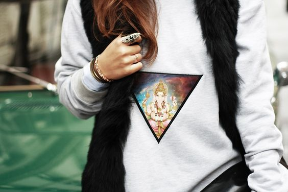 Closeup #fashion #inspiration #blogger #look #lookbook #style #streetstyle #patch #crewneck #sweater #hamburg #longhair #ring #feralstuff