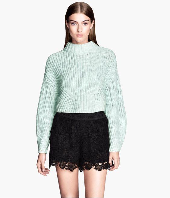 Wie trägt man die bloß? Styling-Tipps für kurze Pullover