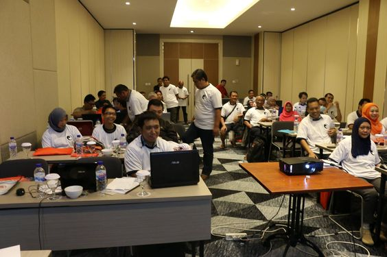 TBA $1 Solution event participants in Binary T-Shirt on 14th Feb 2016 at Luminor Hotel Surabaya