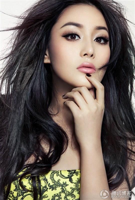 Viann Zhang Xin Yu Super Hot Football Babe From China  http://www.pinterest.com/Justine1515/