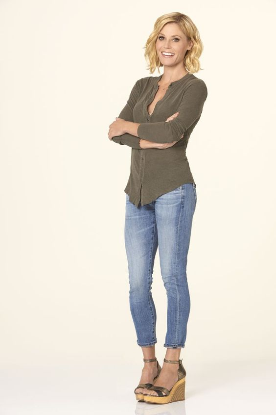 Julie Bowen as Claire Dunphy in #ModernFamily - Season 7
