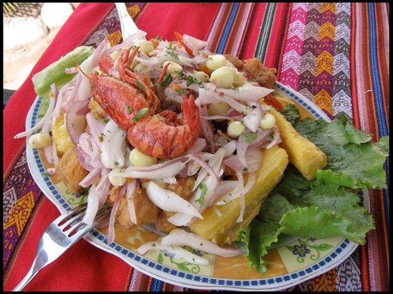 La jalea mixta es un delicioso plato muy popular en Perú y que los peruanos aman disfrutar con su familia y amigos.