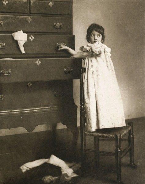 Die Kunst in der Photographie : 1901 Photographer: Rudolph Eickemeyer Jr. Title: Caught in Mischief