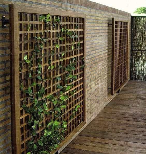 Celosias vallas jardineras bancos pergojardin for Decoracion pared exterior