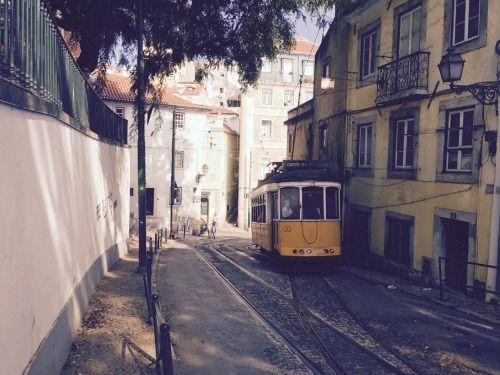 Travessa de São Tomé, Lisbon | Portugal (by Nacho Coca)