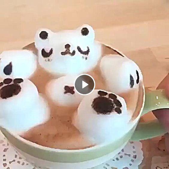 Urso marshmallow descancando .