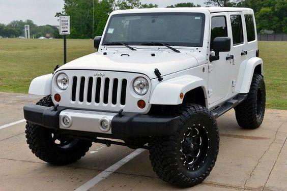 2013 Jeep Wrangler Unlimited Sahara White