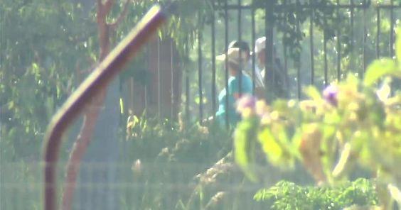 Um dia após afastamento, Dilma caminha no Palácio da Alvorada