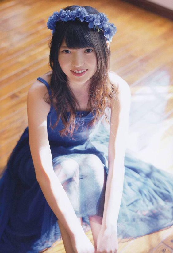 青い衣装の上村莉菜