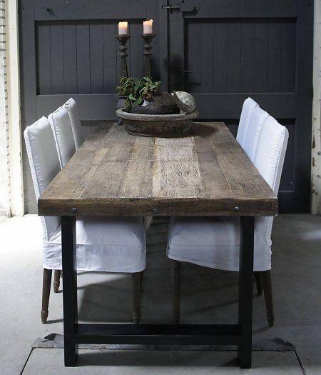 Driftwood eettafel met stoere ijzeren poot vervang de for Witte leren stoelen