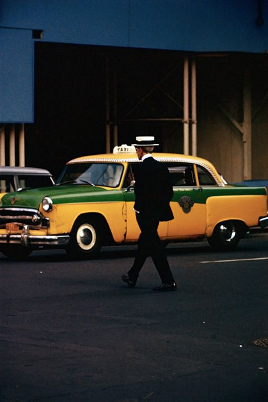 Saul Leiter's 1950s NYC Color Street Photography