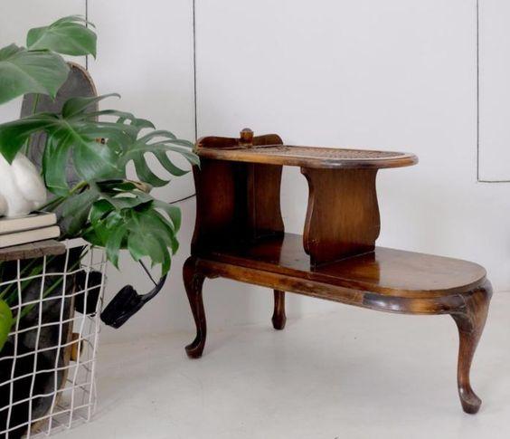Dieser besondere Tisch stand in der guten Stube mehrerer Generationen meiner Familie und ich habe...,Einzigartiger Beistelltisch mit Flechteinsatz von der Großmutter in Köln - Köln Altstadt