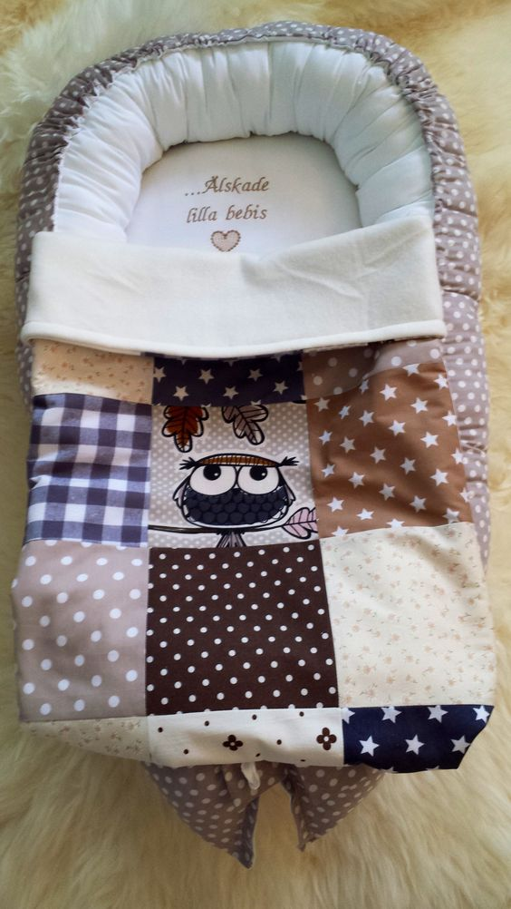 """Babynest with small quiltblankett and machine broderi """"Loves little baby"""