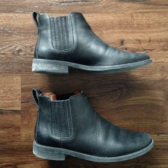 """Madewell Chelsea Boot Black. 100% leather. 4"""" shaft height. 4/5"""" heel. Man made sole. Had for about two months. Madewell Shoes Ankle Boots & Booties"""