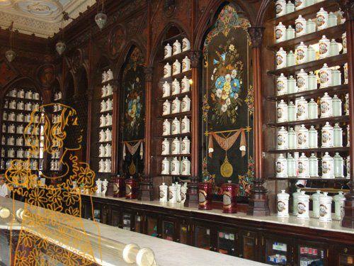 Farmácia em Cuba, citada neste post do O Avesso da Moda: http://bit.ly/L7C8Et  Autoria: Glória Herrera