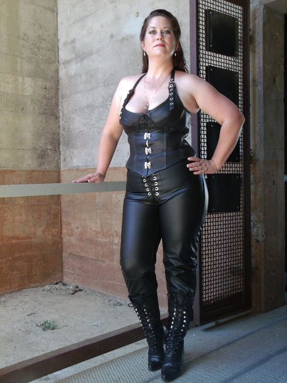 Cupped corset and leather pants | CD Leather my way ...