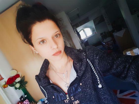 Shelly Abdallah ungeschminkt