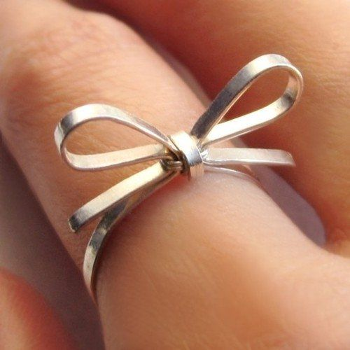 sterling silver bow ring. Want one.