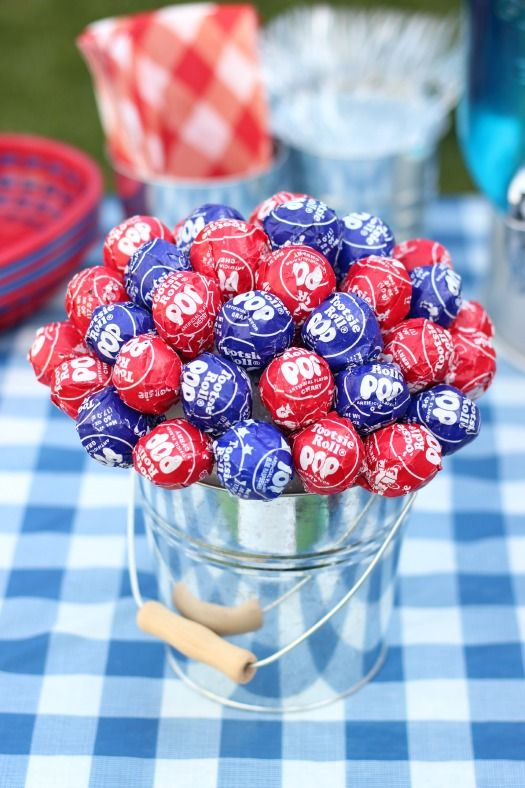 DIY Patriotic Lollipop Centerpiece:
