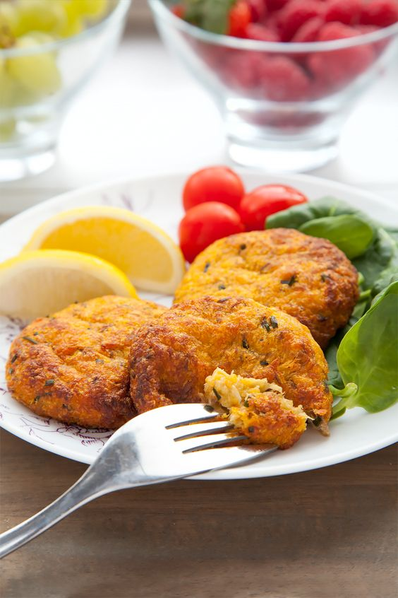Mackerel fish cakes the easy way. No need to crumb them, full of omega 3 long chain fatty acids and so easy, the kids can make them!