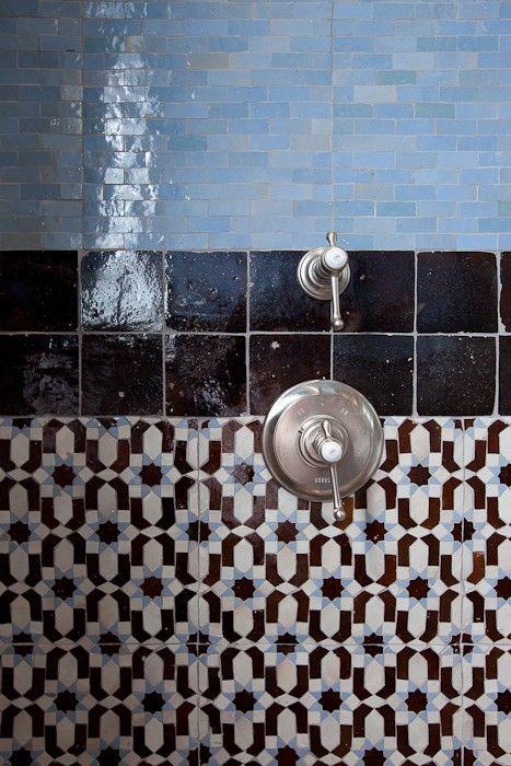 Int rieur salle de bain douche carrelage marocain for Carrelage salle de bain orientale