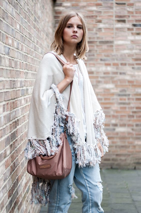 Hippie Style: Fringe cap in pastel colours, Liebeskind Berlin bag in nude, distressed boyfriend jeans  - Streetstyle, Hamburg, Outfit, Blogger