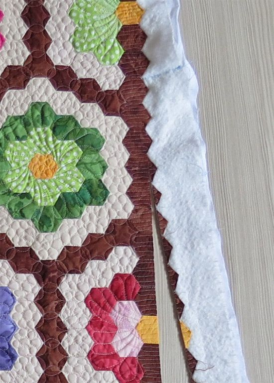 Quick Quilting Tips - how to finish the edge of hexagon quilts : finishing a hexagon quilt - Adamdwight.com