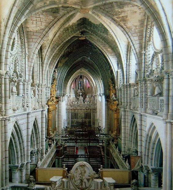 catedral de santa mar a y san juli n de cuenca lo m s destacado del edificio es que pertenece a. Black Bedroom Furniture Sets. Home Design Ideas