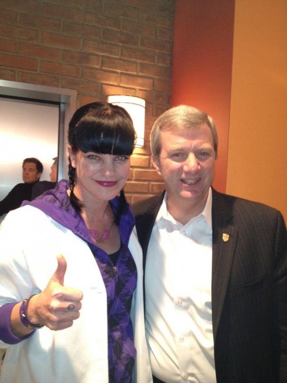 Paulley a ředitel skutečné NCIS Mark Clookie
