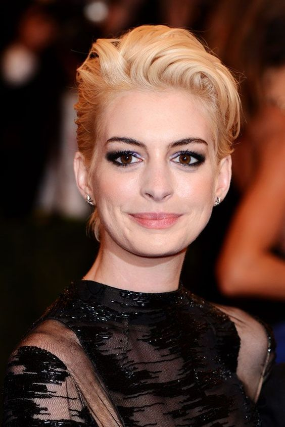 Anne HathawayEven though she's back to brunette now, Anne Hathaway proved that this combo looks killer — even with super-short hair.  #refinery29 http://www.refinery29.com/blonde-hair-dark-eyebrow-trend#slide-1