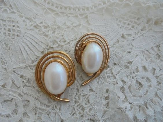 Vintage pearl earrings clip ons by Nkempantiques on Etsy