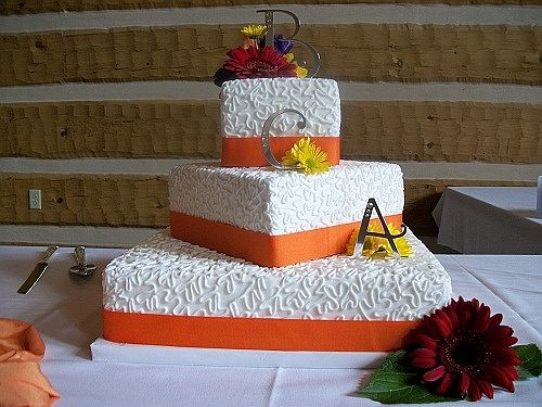 Mix between this cake's shape and last cake's pearl-lace-pearl  pattern