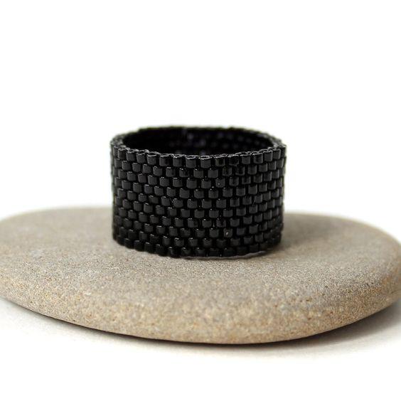 Купить Черное кольцо из бисера Стильное широкое кольцо Готика Минимализм - украшения из бисера