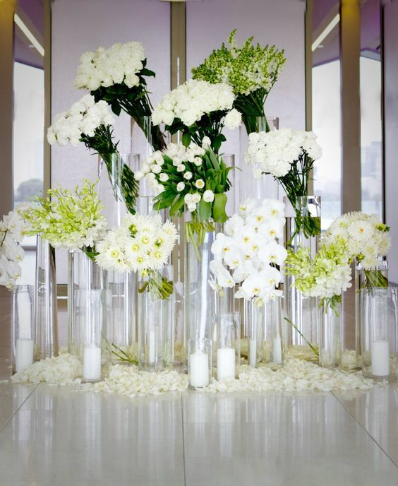 Floral arrangements foyer tables and rose petals on pinterest for Foyer flower arrangement