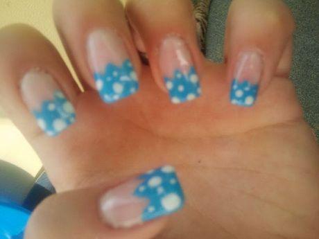 French Nägel im blau weißem muster