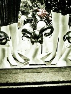 Will you be evil this year? #alanjourno #design #diseño #moda #fashion #milano #milan #shop #window #escaparate #escaparatismo #hat #retail #comercial