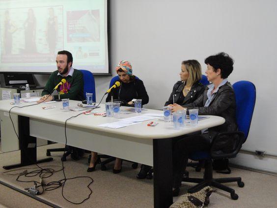 Mais Jornalismo de Moda na pauta, em mesa que reuniu: André do Val (Chic), Cláudia Rosso(consultora e pesquisadora), Rose Angel(Be Hype) + eu (que sorte a minha!), representando a Artemoda.