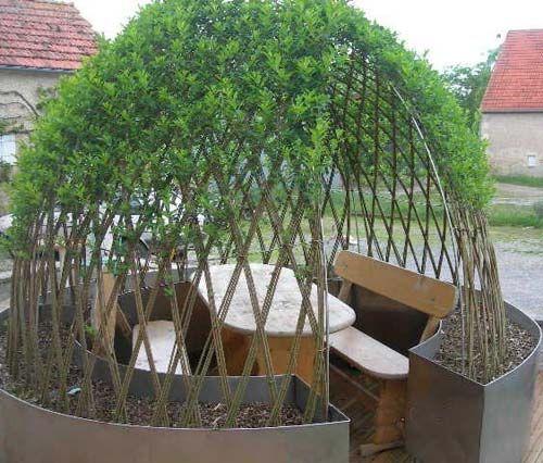 Résultats Google Recherche d'images correspondant à http://www.espacenature.net/photos-site-reduites/osier-vivant/gloriettes/salon-de-jardin-abrite-sous-l-osier-vivant-tresse.jpg