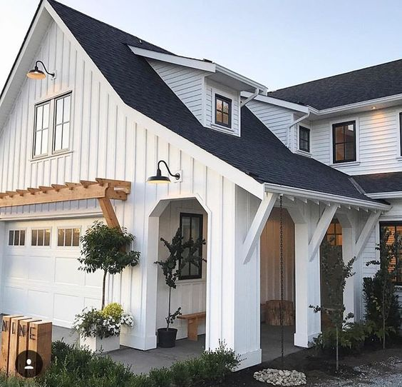 How Modern Farmhouse Exteriors Are Evolving: Top 10 White Farmhouse Exteriors