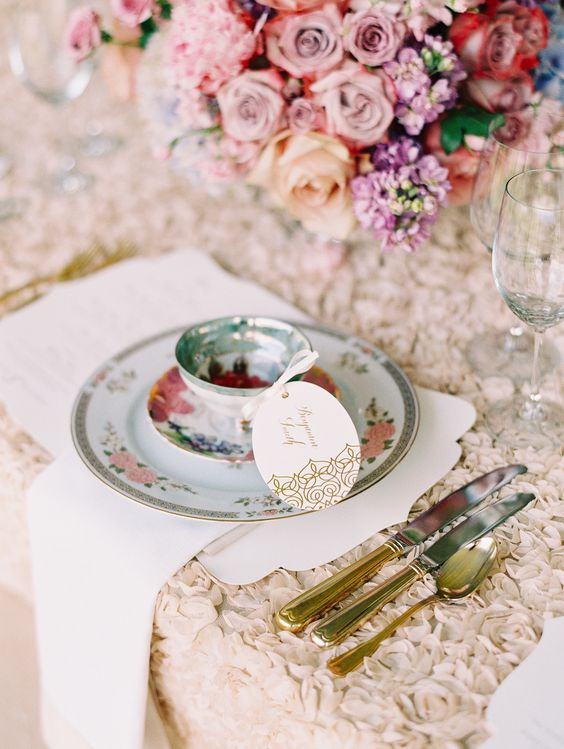 Mismatched China Dinnerware with Rosette Linens