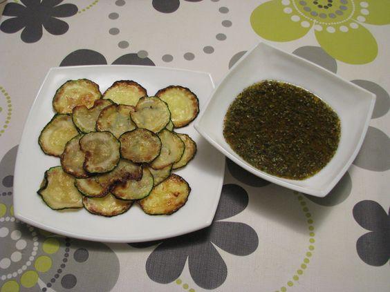 Calabacines a la plancha con salsa chimichurri casera http://recetasparacocinillas.blogspot.com/2015/02/calabacines-la-plancha-con-salsa.html