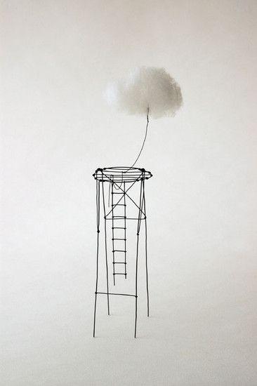 de Parisienne Isabelle Bonte maakt graag kunst waarmee ze mensen naar elkaar toebrengt. Ze werkt met fijne materialen. Haar kust is heel toegankelijk en simpel qua diepgang