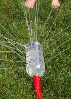 Laat de kinderen lekker spelen met water! SUPERKOELE zelfmaak sprinklers waar de kinderen veel plezier aan gaan beleven!: