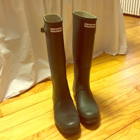 SALE! Hunter Rain Boots - Green - size 8f EUR: 39 Hunter Rain Boots - Original Tall Classic - Hunter Green - size 7m/8f EUR: 39  - size guide says it's a size 8, I am a 9 and they fit me well.  The left boot has a broken strap, the part that attaches is broken - not noticeable, can be glued I think. Small hole in heel of sole. - not open to the boot. Otherwise good condition. - will be removed from poshmark if not sold by Wednesday may 18 - price is negotiable Hunter Boots Shoes Winter…