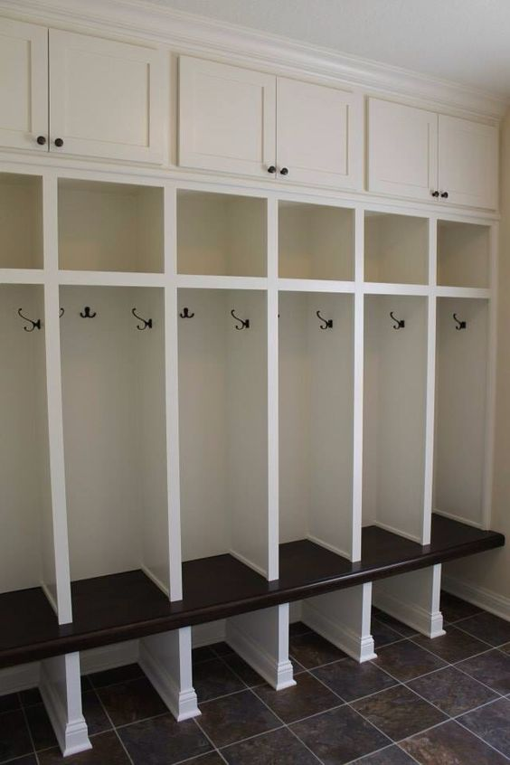 Custom built mudroom lockers with upper cabinets solid for Built in lockers