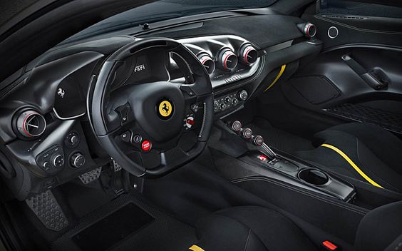 Edel, aber sparsam: Das Cockpit im F12tdf