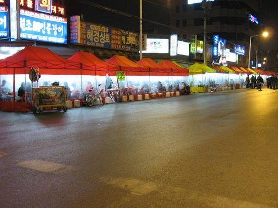 Những khu lều Soju ở các con phố tại thủ đô Seoul, Hàn Quốc