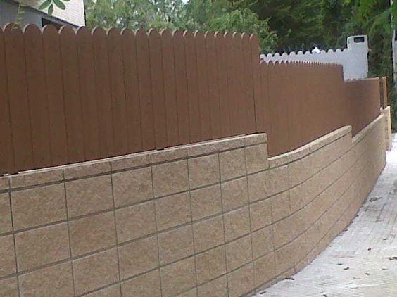 Valla de ocultaci n con pvc imitaci n madera http www for Vallas de hierro para jardin