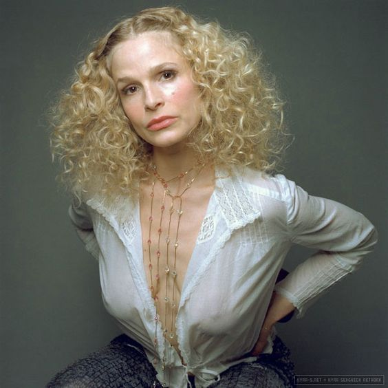 kyra sedgwick hot to not