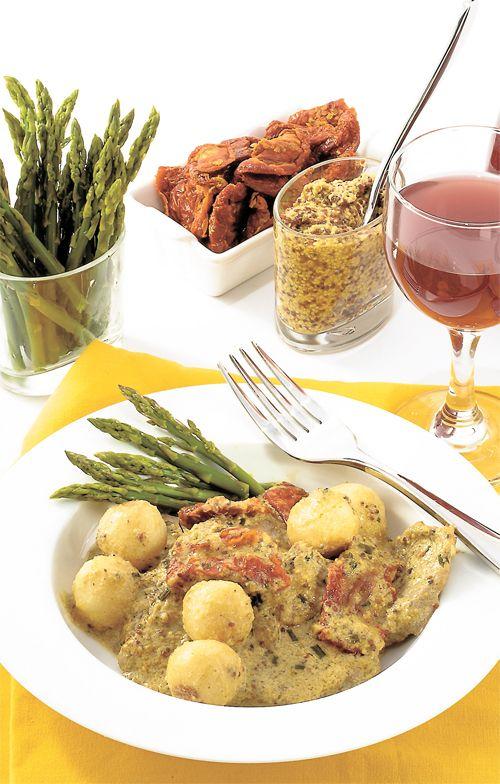 ESCALOPE DE VEAU À LA CRÈME DE MOUTARDE Voici une recette pour un souper fait dans un seul poêlon. Bien que vite préparé, ce plat est très goûteux.